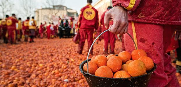 carnevale di ivrea, la battaglia delle arance